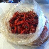 Photo taken at Hot N Juicy Crawfish by Joe C. on 9/29/2012