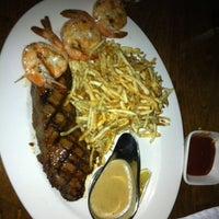 Foto tirada no(a) Smith Bros. Steakhouse & Tavern por J-Dub em 11/24/2012