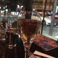 Foto tomada en Café Le Quartier Général por CHAZZY F. el 3/21/2018