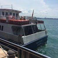 Foto scattata a Pulau Bukom Ferry Jetty da Shamsul R. il 8/17/2016