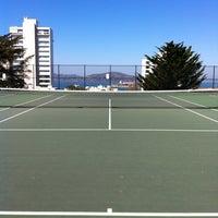 10/2/2012 tarihinde Joe B.ziyaretçi tarafından Alice Marble Tennis Courts'de çekilen fotoğraf
