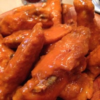 Photo taken at Duff's Famous Wings by Lulu P. on 10/26/2013