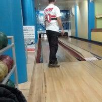 Foto tirada no(a) Bowling Bar por Larissa S. em 9/11/2014