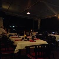 Photo prise au Naru Restaurant & Lounge par León A. le9/24/2013