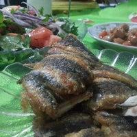 11/3/2013 tarihinde Oya E.ziyaretçi tarafından Tolga Balık Pişirme Evi'de çekilen fotoğraf