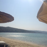 Photo taken at Kοχύλι Beach Bar by Psatha K. on 8/10/2013