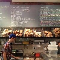 Photo prise au Tompkins Square Bagels par Jon F. le9/29/2012