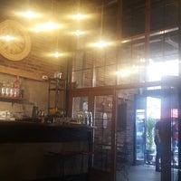 Photo prise au Sobremesa Coffee par ÖzZ⚫⚪❤ le10/1/2017