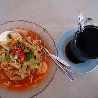 Photo taken at Pasar Manjoi by Zainol on 9/16/2013