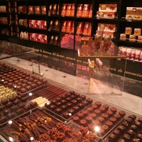 Foto tomada en Chocolateria Valor por Mónica C. el 3/29/2013