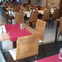 Photo taken at 2Z Kafe Restoran by Hüseyin P. on 8/5/2013
