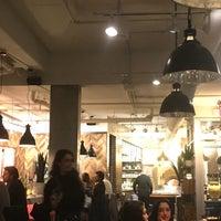 Photo taken at Pizzeria Moretti by Kıral K. on 11/14/2017
