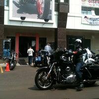 10/6/2013 tarihinde Pheno M.ziyaretçi tarafından Mabua Motor'de çekilen fotoğraf