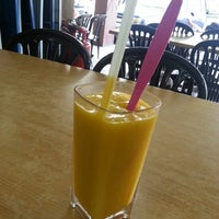Photo taken at Restoran Makanan Thai Asli / Om Fruit Juice by Yatie R. on 4/20/2013