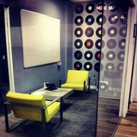 Photo prise au Foursquare HQ par Omid A. le4/11/2013