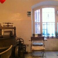 2/9/2013 tarihinde Chiara L.ziyaretçi tarafından Said dal 1923 - Antica Fabbrica del Cioccolato'de çekilen fotoğraf