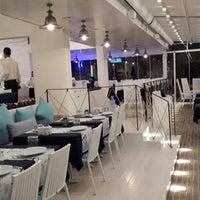 12/27/2013 tarihinde ⚓↪Cülyan Ö.ziyaretçi tarafından Vira Balık Restoran'de çekilen fotoğraf