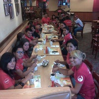 Photo taken at Pizza Hut by Gustavo E. on 12/23/2013