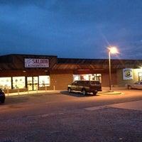 รูปภาพถ่ายที่ County 6 Bar & Grill โดย Scott B. เมื่อ 9/26/2013