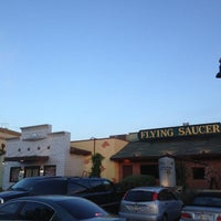 Foto tirada no(a) Flying Saucer Draught Emporium por Scott B. em 5/5/2013