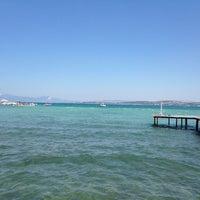 Photo taken at Yıldız Sahil Sitesi Plaj by Gözde B. on 7/5/2014