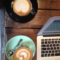 Photo prise au Café Replika par Jessica N. le4/23/2014