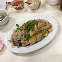 Photo taken at Restoran Loke Yun 樂園茶餐室 by Eelynn T. on 4/1/2016