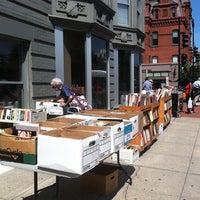 Foto tirada no(a) Second Story Books por Andra O. em 9/1/2013