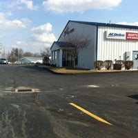 Photo taken at Scott's Auto Service by Rob G. on 3/29/2013