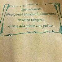 รูปภาพถ่ายที่ Crotto Al Prato โดย Cinzia F. เมื่อ 2/6/2015
