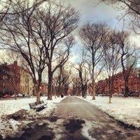 Foto tirada no(a) Commonwealth Avenue Mall por Ben H. em 1/2/2013