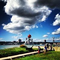 Das Foto wurde bei Riverside Park South von Ana P. am 9/8/2013 aufgenommen