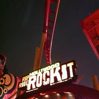 Photo taken at Hollywood Rip Ride Rockit by Gustavo N. on 1/4/2013