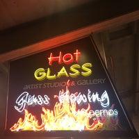 Photo taken at Hollywood Hot Glass by Eugene Y. on 2/10/2017