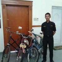 Photo taken at Kantor Pusat Penelitian Kelapa Sawit (PPKS/RISPA) by Wijayy K. on 10/9/2013