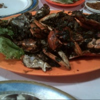Photo taken at Seafood Mulyono 94 by syara f. on 10/5/2013