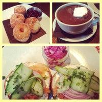 4/14/2013 tarihinde Priya V.ziyaretçi tarafından Mindy's Hot Chocolate'de çekilen fotoğraf