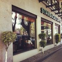 Foto tomada en Starbucks por Eduardo Z. el 3/19/2013