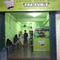 """รูปภาพถ่ายที่ Pondok Baso Sapi """"Pak Kumis"""" โดย Elizabeth M. เมื่อ 10/3/2013"""