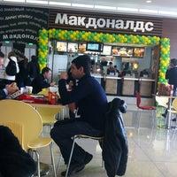 Снимок сделан в McDonald's пользователем Sona S. 11/22/2013