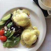 Foto tirada no(a) Poached Breakfast Bistro por Mina O. em 9/14/2014