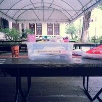 Photo taken at โต๊ะกรุ๊ป Super S - ลานเกีียร์ Faculty of Engineering, Chulalongkorn University by Asun H. on 7/18/2013