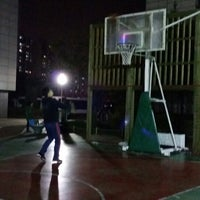 Photo taken at 성동구 문화의거리 by 유빈 송. on 11/5/2013