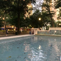 Foto tomada en Rittenhouse Square Fountain por Joseph D. el 7/14/2018