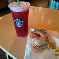 Photo taken at Starbucks by Gabriel C. on 8/23/2013