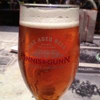 Foto tomada en Queen Victoria Pub por Kathie S. el 8/17/2013