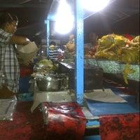 Photo taken at Pasar Senggol Gianyar by Yan B. on 5/1/2013