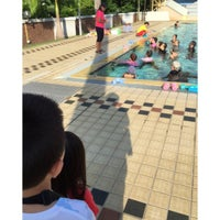 Foto tirada no(a) Clementi Swimming Complex por Jess T. em 12/6/2015