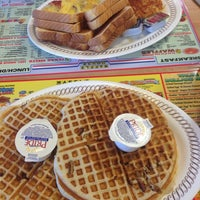 Photo taken at Waffle House by Steve H. on 1/14/2014