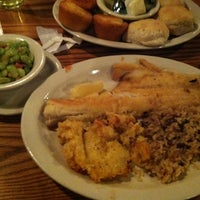 Photo taken at Cracker Barrel Old Country Store by Nhi L. on 3/9/2013